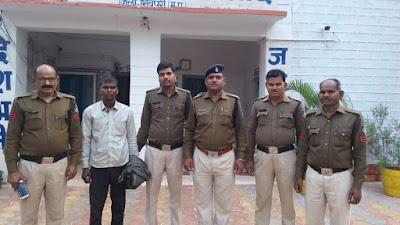 चोरी के केस में फरार संजय आदिवासी को सिरसौद थाना प्रभारी रघुवीर सिंह धाकड़ ने किया गिरफ्तार | Sirsod News