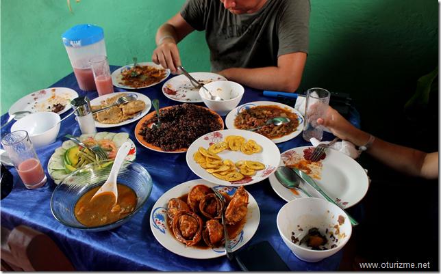 Куба. Обед при поездке с частником. Очень вкусно!