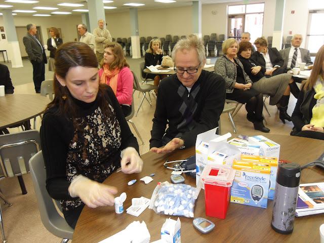 Spotkanie medyczne z Dr. Elizabeth Mikrut przy kawie i pączkach. Zdjęcia B. Kołodyński - SDC13567.JPG