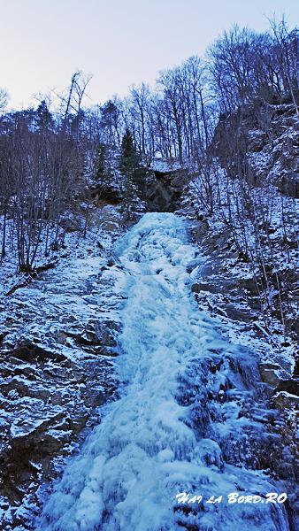 cascada lotrisor iarna