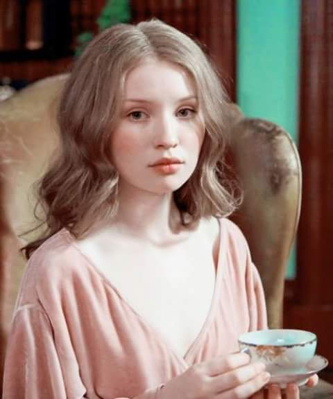 Australian Actress Emily Browning dp