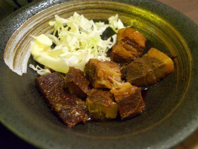 トロトロに煮込まれた豚の角煮