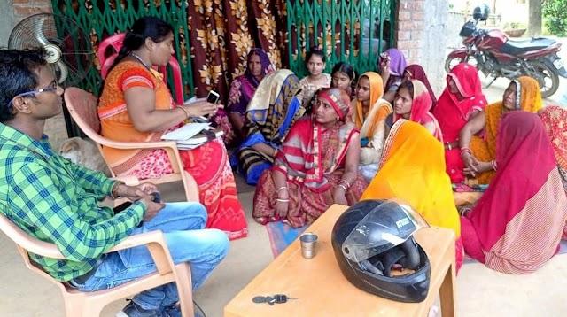 समूह की महिलाओं की हुई बैठक