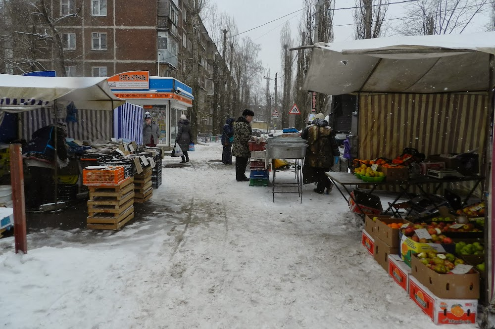 snow and cold can't stop this bustling street market...