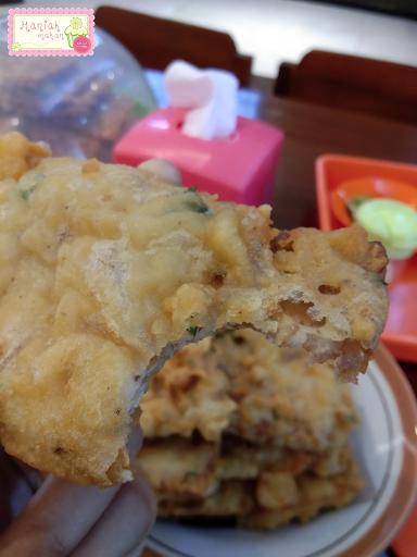 maniak-makan-soto-segeer-hj-fatimah-boyolali-transmart-solo-tempe-mendoan-crispy-gorengan