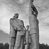 """Скульптуры """"Rot Front"""", """"Солидарность"""" и """"Протест"""" (Мемориал на месте Саласпилского концентрационного лагеря)"""