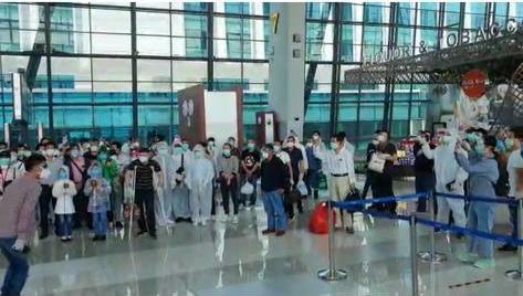 Bahkan Xi Jin Ping Tolak Rakyatnya Pulang, 208 WNA Asal China Tertahan di Bandara Soetta
