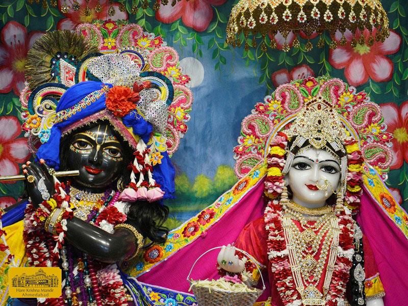 ISKCON Ahmedabad Sringar Deity Darshan 16 August 2016 (5)