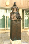 "Schweinfurt,  ""Olympia Fulvia Morata"", Bronze, Kalkstein 1999"