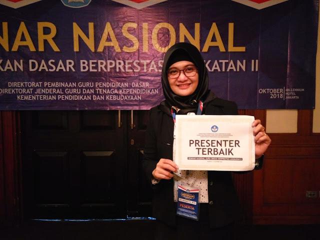 Atik Herawati Guru SMPN 4 Kota Mojokerto terima penghargaan