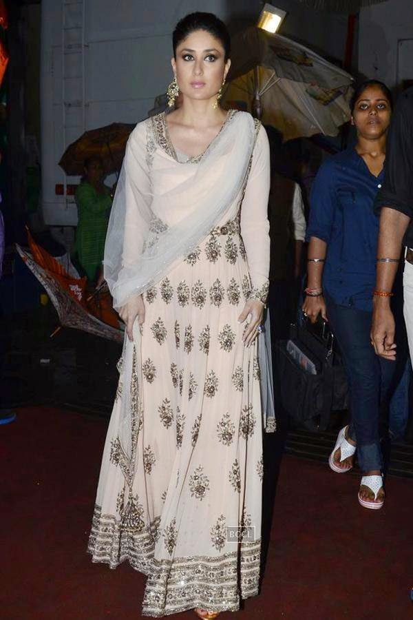 Kareena Kapoor on the sets of Jhalak Dikhhla Jaa 7.(Pic: Viral Bhayani)<br />