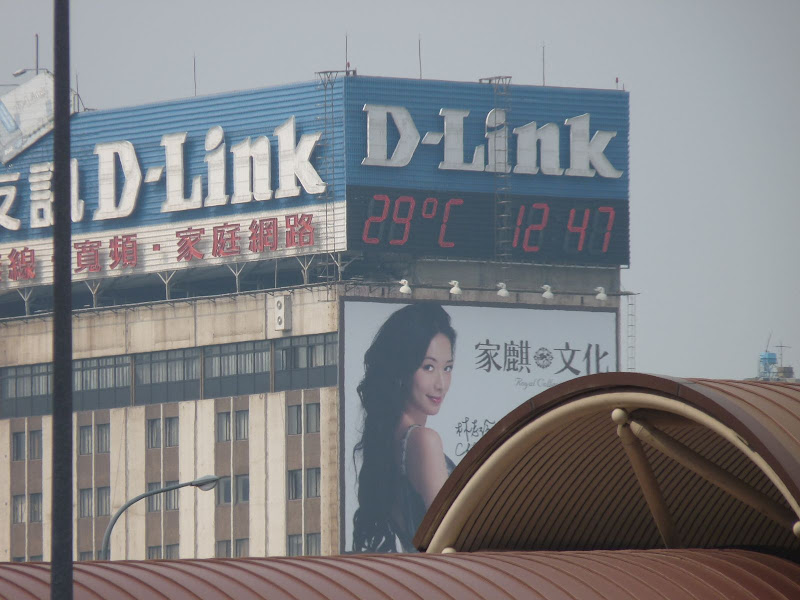 Taipei .Taipei Main Station et mon thermomètre