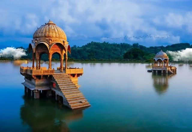 gadisar lake in Jaisalmer in hindi