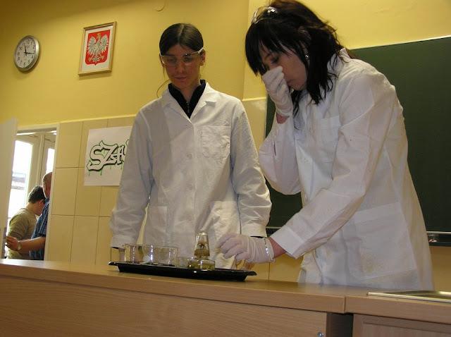 DO 2011 pokazy fizyczno chemiczne - P4150050_1.JPG