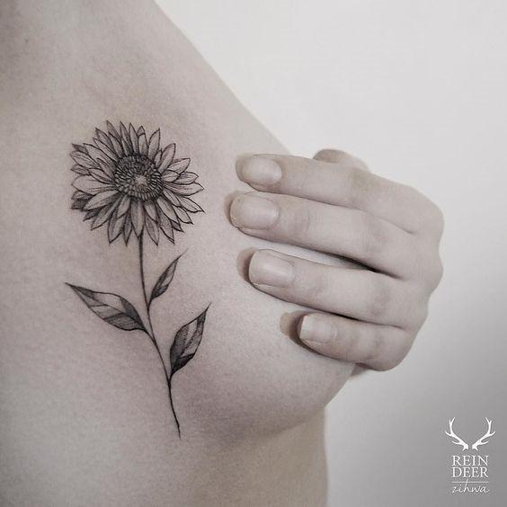 fantasia_de_girassol_side_boob_tatuagem