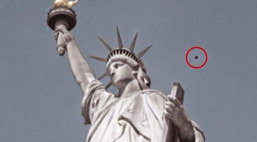 大白天驚見UFO,就在知名地標自由女神旁徘迴