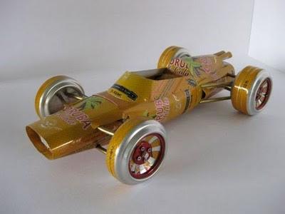 auto clasico lata color amarillo