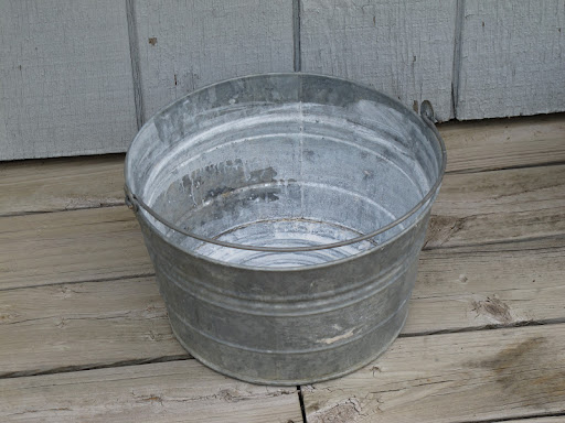 Round metal tub available for rent from www.momentarilyyours.com, $6.