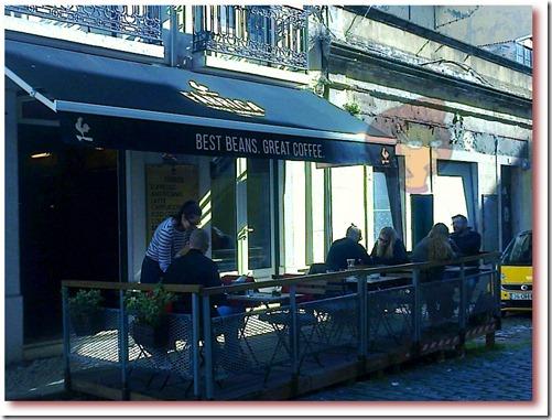 "Foto da Esplanada em frente da Coffee Shop ""Fábrica - Coffee Roasters"", Lisboa"