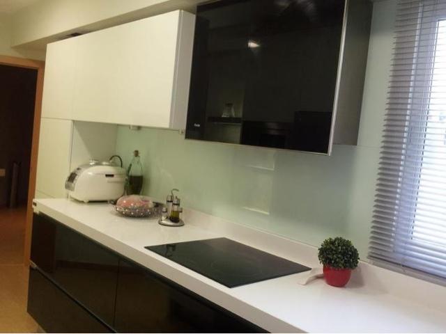 Cocina negra y blanca brillo en c rdoba juani torres for Encimera negra brillo