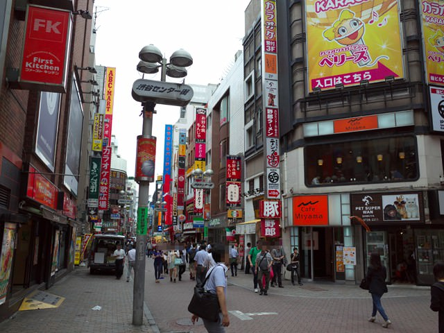 渋谷センター街に乱立する飲食店