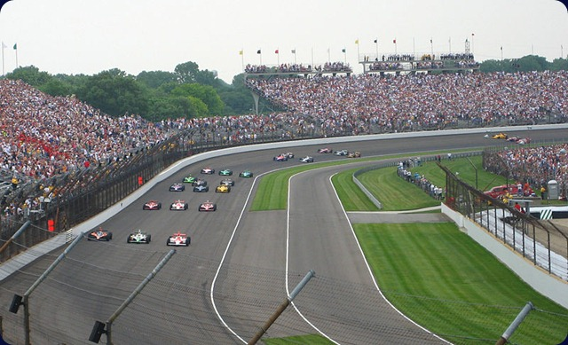 Indianapolis_500_-_Starting_field_formation_before_start