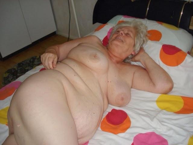 порно фото в нижнем белье старухи