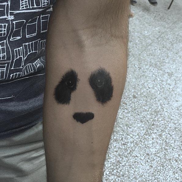 Este espaço negativo panda tatuagem