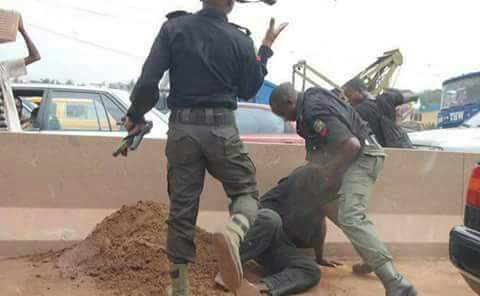 Act Shamelessly,Police Officer caught, Act Shamelessly.
