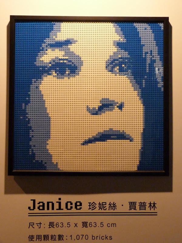 Taipei. Songshan Cultural and Creative Park. Nathan Sawaya. LEGO - P1230032.JPG