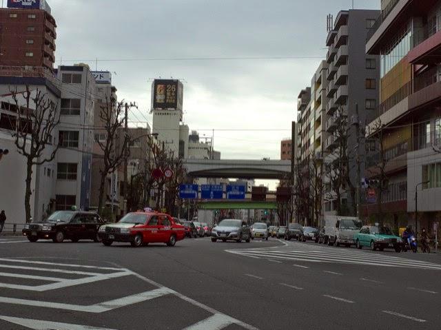 三河屋の前の交差点