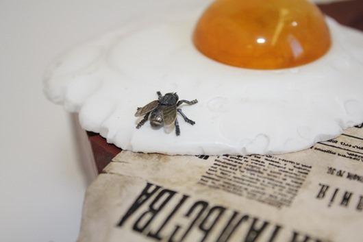 Фиг. 2 Фаберже Пролетарский завтрак фрагм с мухой