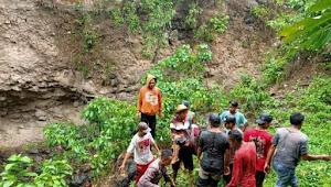 Polsek Pekat evakuasi mayat bocah yang tergelincir dari atas tebing