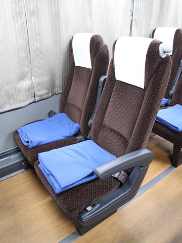 西鉄高速バス「ライオンズエクスプレス」 8545 シート