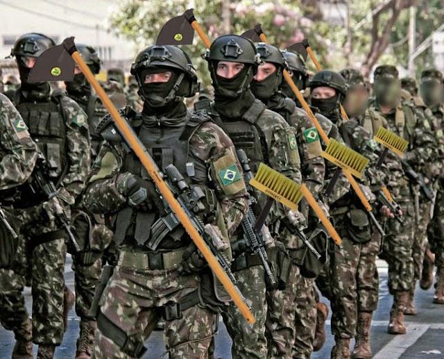 Após Bolsonaro ameaçar EUAS, Exército brasileiro já está com enxadas e pinceis de pintar meio-fio, prontos para a guerra.