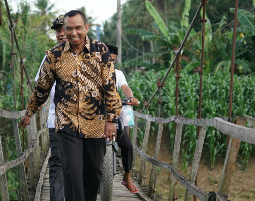Gunakan Sepeda Motor, Ketua DPRD Wajo Sapa Masyarakat dengan  Musrenbang