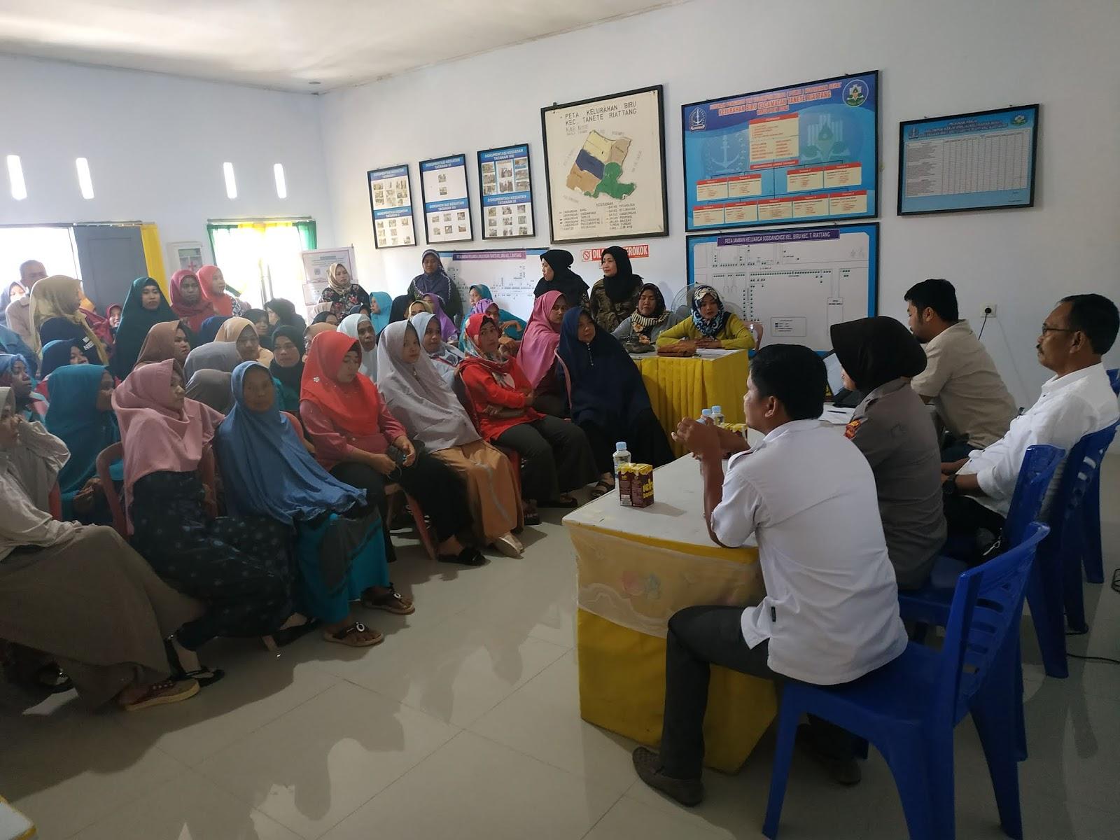 Ratusan Peserta PKH dan BPNT Datangi Kantor Kelurahan Biru