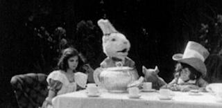As Aventuras de Alice no País das Maravilhas, 1910 - lebre, chapeleiro maluco