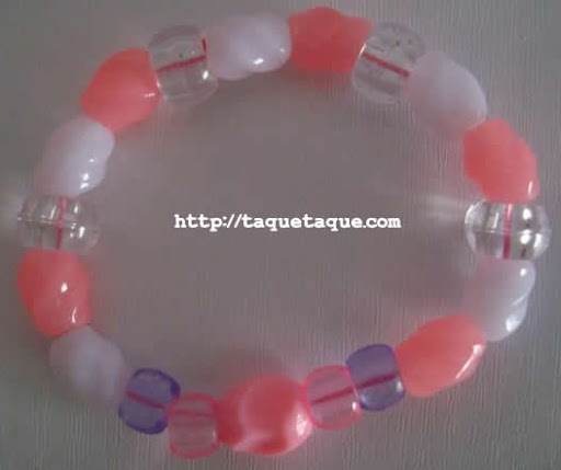 pulsera multicolor: abalorios de color blanco, rosa y transparente