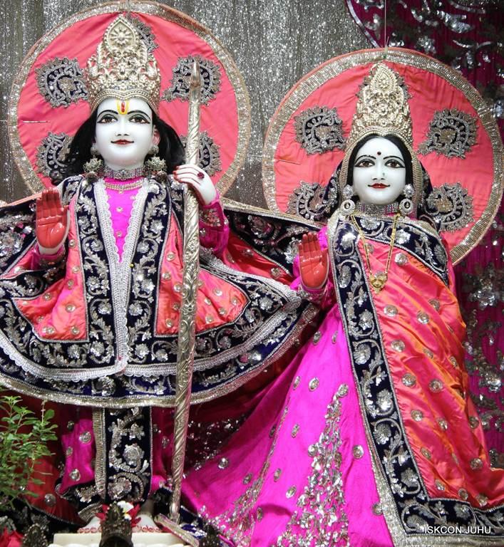 ISKCON Juhu Mangla Deity Darshan 18 Dec 2015 (27)