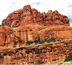 Batu merahnya Sedona, Arizona. Formasi sedimen lainnya menunjukkan pelapukan dan erosi yang luas.