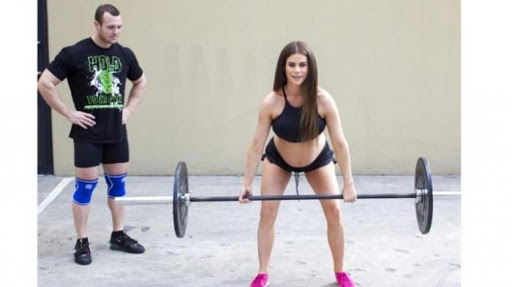 Wow! Wanita Hamil Besar Angkat Besi 30 Kilogram