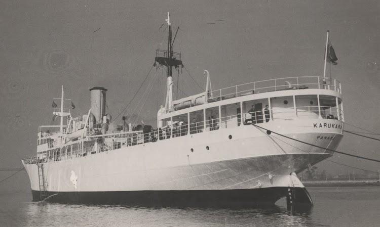 El vapor KARUKARA. Foto Colección de Manuel Mohedano Torres. Fondeado en la ria de Bilbao en fecha indeterminada.jpg