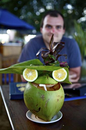 Пинаколада сервирана у кокосу