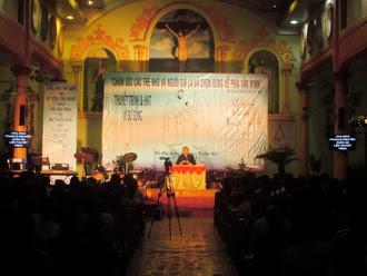 Giáo xứ Bạch Liên và Hải Nạp: Thuyết trình và hát vì sự sống
