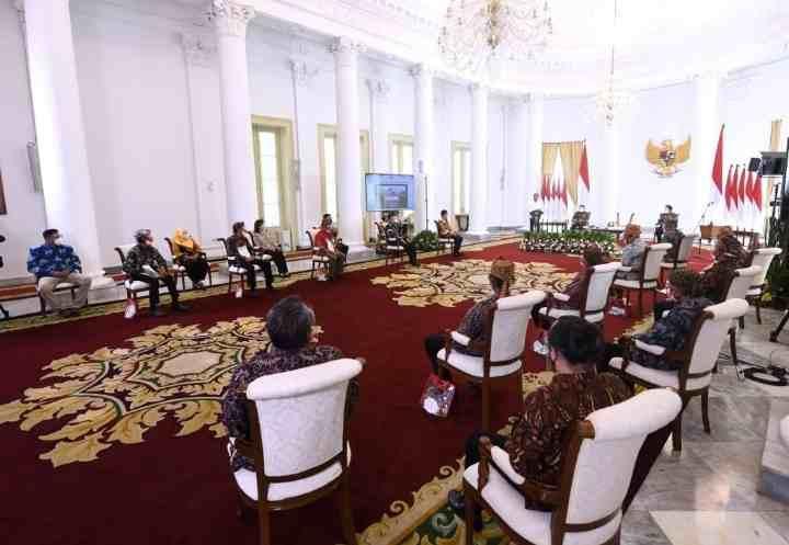 Presiden Serahkan Sertifikat Redistribusi Tanah Objek Reforma Agraria...