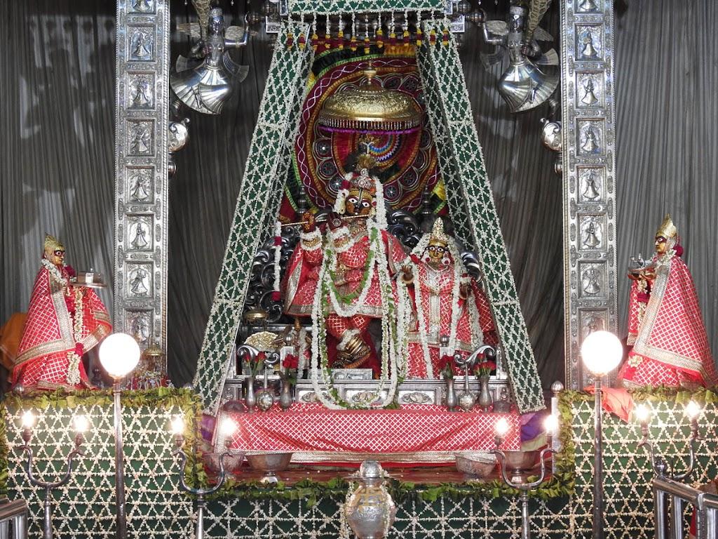 Radha Govind Devji Deity Darshan 16 August 2016 (27)