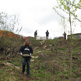Ярослав(Гайдара3) несет камни для построки лесенки на склоне к роднику
