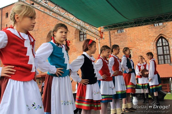 Kociewski zespół dziecięcy na Dniu Bałabuna w Świeciu
