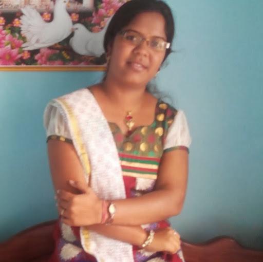 Nidhi Upadhyay Photo 7